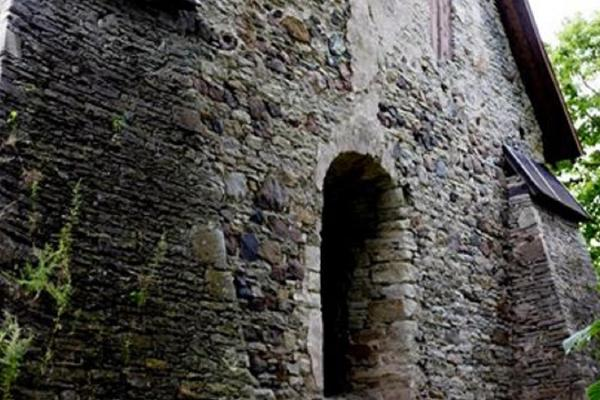 Käina kiriku varemed