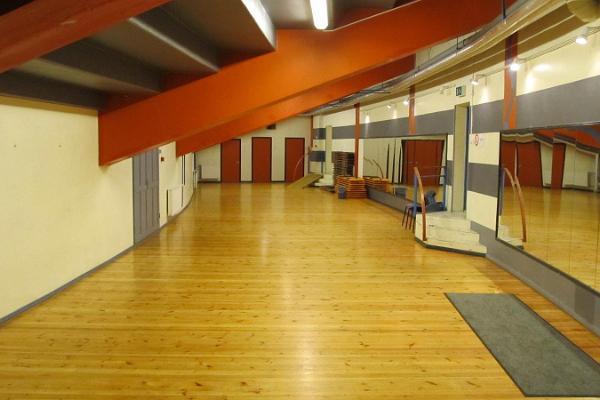 Банкетные залы и конференц-залы парка отдыха Тяхтвере, большой зал с зеркалами на втором этаже