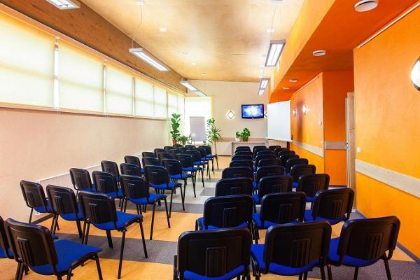 Holstre-Polli Vabaajakeskuse seminariruumid