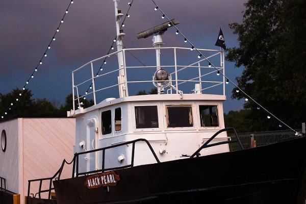Корабль-баня Black Pearl в Пуртсе