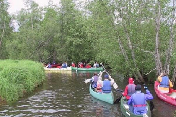 Izbrauciens ar kanoe laivām pa Elvas upi