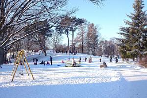 Lasten leikkikenttä Pärnussa Munamäen puistossa