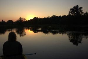 Soomaa.com Bebru safari un izbrauciens vakarā ar kanoe pa Somā