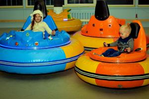 Hüppa playground – drive a bumper car in the UFO hall!