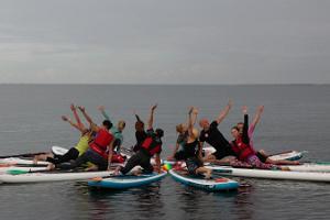 SUP yoga på paddlingboard