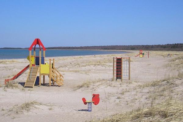 Strand Luidja und Zeltbereich