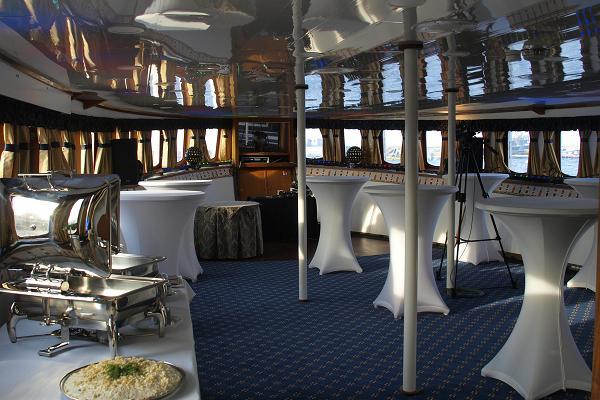 """Sunlines """"Dinner Cruise"""", abendliche Kreuzfahrt mit Essen auf dem Meer"""
