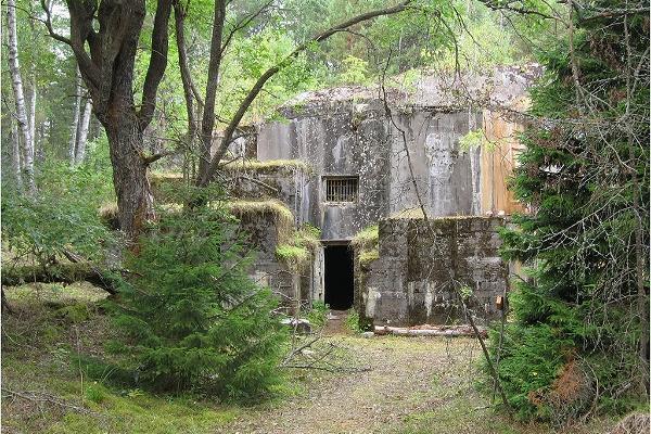 Exkursion mit Führer zum Leuchtturm der Insel Naissaar und den geheimnisvollen Gängen der Befestigungsanlage