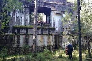 Naissaare majaka ja saladuslike kindlusekäikude giidiga ekskursioon