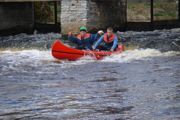 Izbraucieni ar kanoe laivām pa Vigalas upi