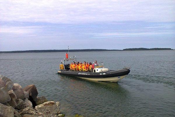 Tur till Nargö och utflykt med militärlastbil