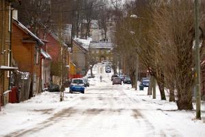 Suppenstadt – eine milieuwerte Holzstadt in einem schneereichen Winter