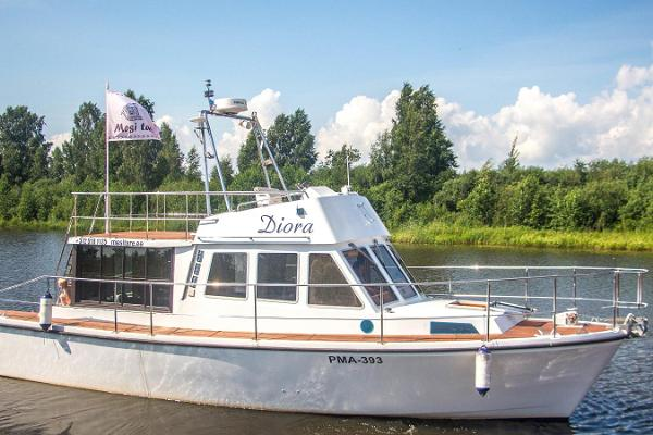Lake Peipus cruises on a pleasure boat