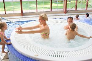 Badehaus des Gutshofhotels Mäetaguse (dt. Mehntack)
