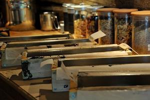 """Ziepju ražošanas noslēpumi """"GoodKaarma"""" ziepju darbnīcā Sāremā, izmantojot aukstā procesa metodi"""