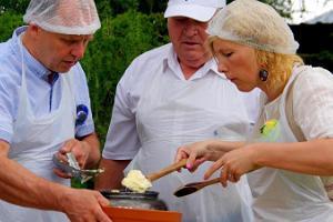 Workshop zur Herstellung von Butter und Fladen im Estnischen Milchwirtschaftlichen Museum