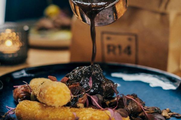 Wine restaurant R14
