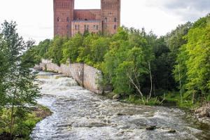 Exkursion zu Fuß in der Manufaktur Kreenholm (dt. Krähenholm) jeden Sonntag in Begleitung eines Führers