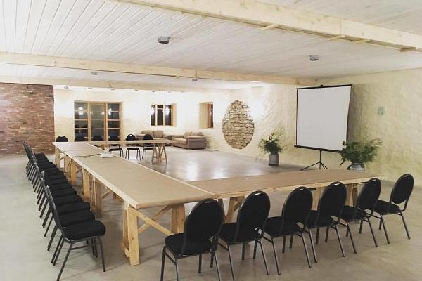 Hindreku turismitalu ja Peomaja seminarisaalid