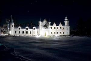 Gespenstische Abendessen im Herrenhaus Alatskivi (dt. Allatzkiwwi)