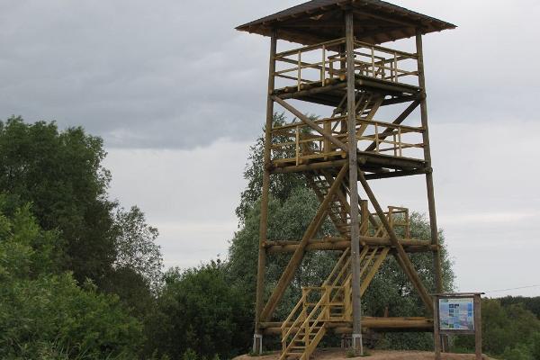Vogelbeobachtungsturm am Vogelzug-Wanderweg