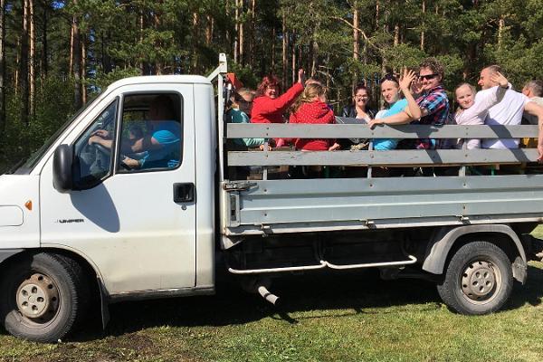 Puhka Kihnus tarjoaa: opastettu kuorma-auto kierros Kihnun saarella