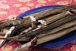 Kohalik amps – freshly smoked fish from a local fisherman in Kihnu