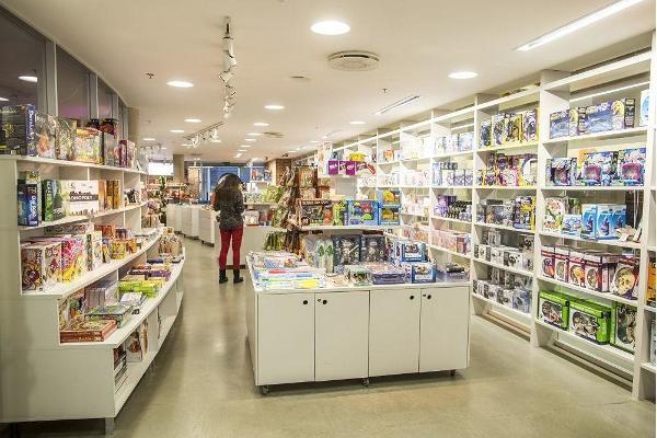 Wissenschaftsgeschäft mit einer breiten Auswahl des Wissenschaftszentrums AHHAA