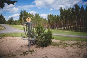 """Veselības sporta centra """"Jõulumäe"""" disku golfa parks"""