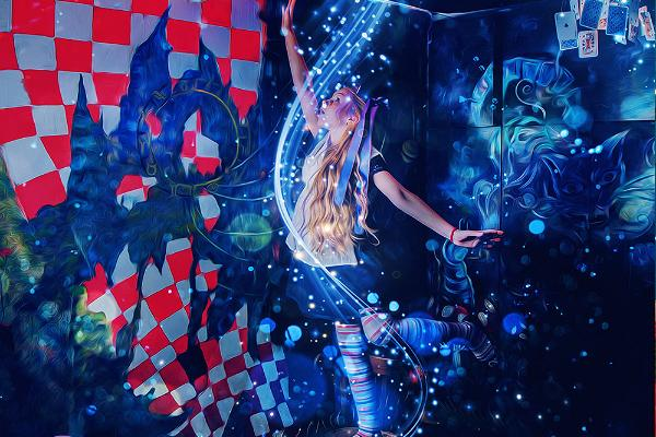 """Põgenemistuba """"Alice peeglitagusel maal"""""""