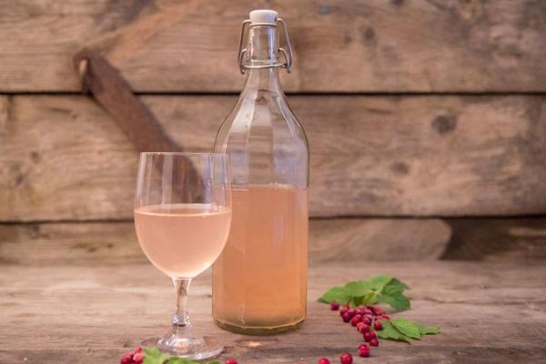 Alatskivi amatniecības vīnu degustēšana