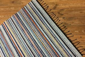 Matthörnan i Maarja Magdaleena Gillet: stickade mattor, sjalar, folkdräkt, pläder, dukar med mera