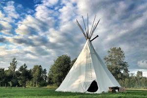 Liels slietenis brīvdienu saimniecībā Jõe, Indiāņu ciematā