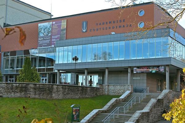 Konferenzzentrum des Konzerthauses Vanemuine, sommerliche Außenansicht