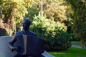 Die Statue von Raimond Valgre