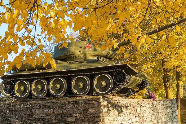 "Monument ""Tank T-34"""