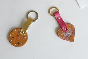Anfertigung von Schlüsselanhängern aus Leder