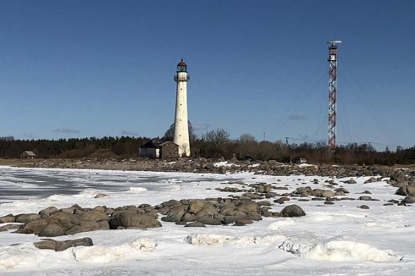 Die Unterkunft am Hafen – Sadama öömaja – auf der Insel Kihnu lädt dazu ein, die Insel im Winter zu entdecken!