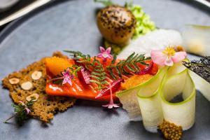 """Show & Dinner-Restaurant """"Merineitsi"""" (dt. Meeresnixe)"""