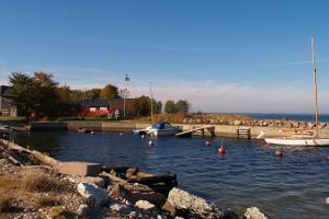 Die Speicher im Hafen Kärdla