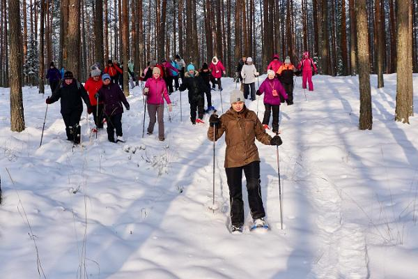 Pārgājiens ar sniega kurpēm Menniku purvā