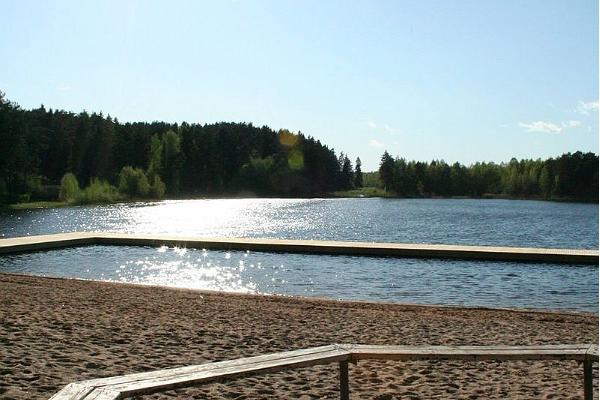 Schlittschuhplatz und Schlittschuhverleih am Verevi-See