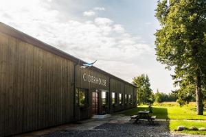 Jaanihanso CiderHouse - en speciell seminarielokal mitt i äppelträdgårdar