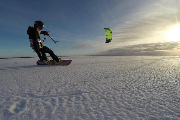 Pärnu Surfcentrums kitesurf-utbildning i Pärnu och i andra ställen i Estland