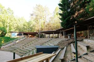 Felsenbühne auf dem Ferienhof Kallaste