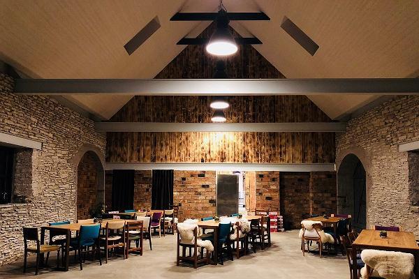 Ööbikun gastronomiatilan suuri sali
