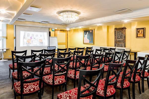 Meriton Old Town Garden Hotelli seminariruumid
