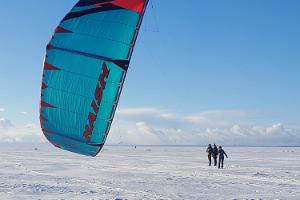 Pärnu Surf Center - vinterns kitesurfing kurs i Pärnu strand och på andra ställen i Estland