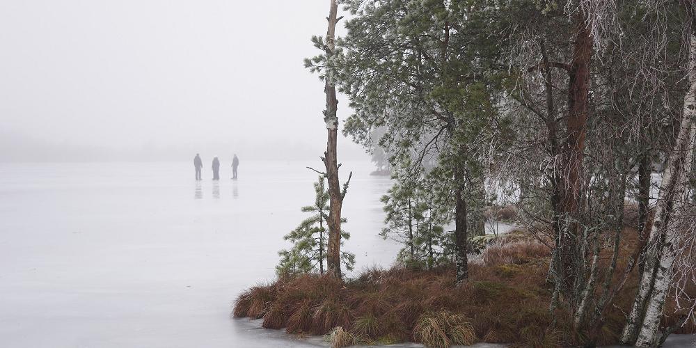 Eislaufen mitten in der estnischen Natur