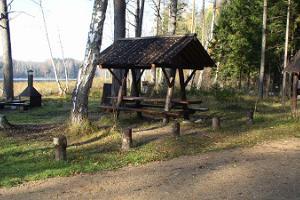Koorküla Valgjärv ja lõkkekohad